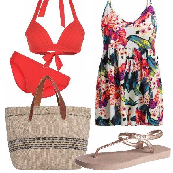 Bikini due pezzi rosso ibisco e copricostume a fantasia tropicale. Sandali dorati Havaianas e borsa shopper di tela, aggiungete un occhiale tartarugato e siete pronte... La spiaggia vi attende!