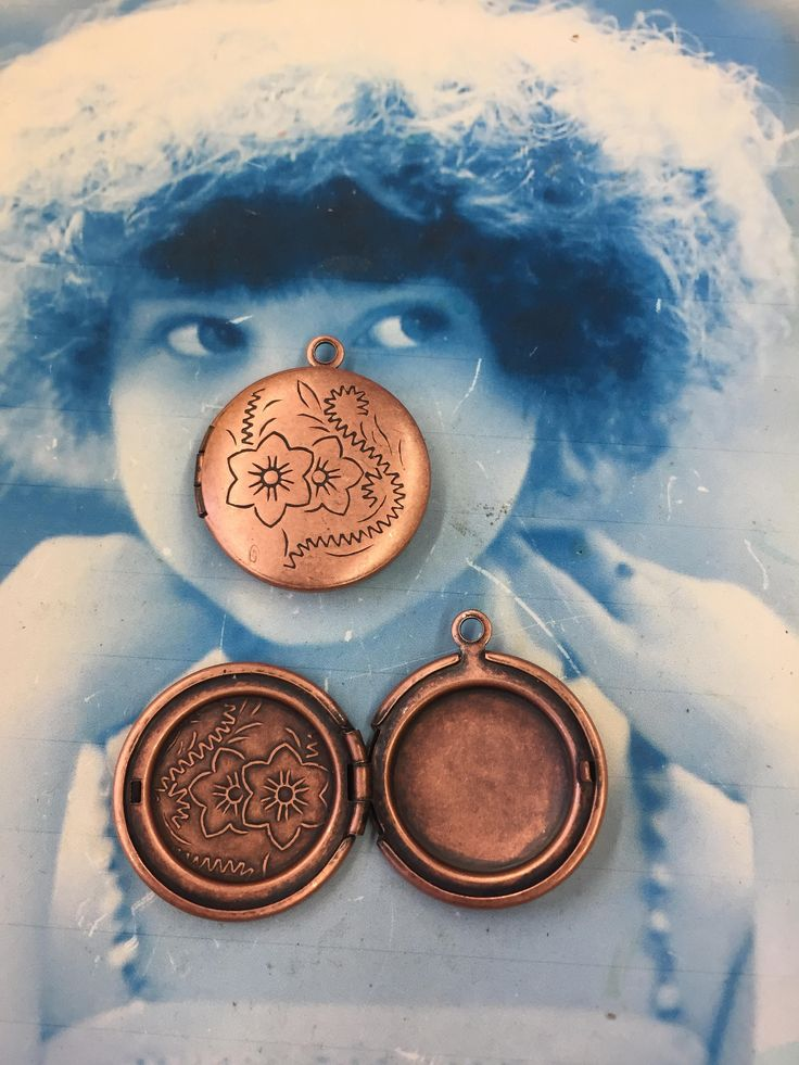 Vintage New Old Stock Copper Ox Plated Brass Round Photo Lockets 7044COP  x2