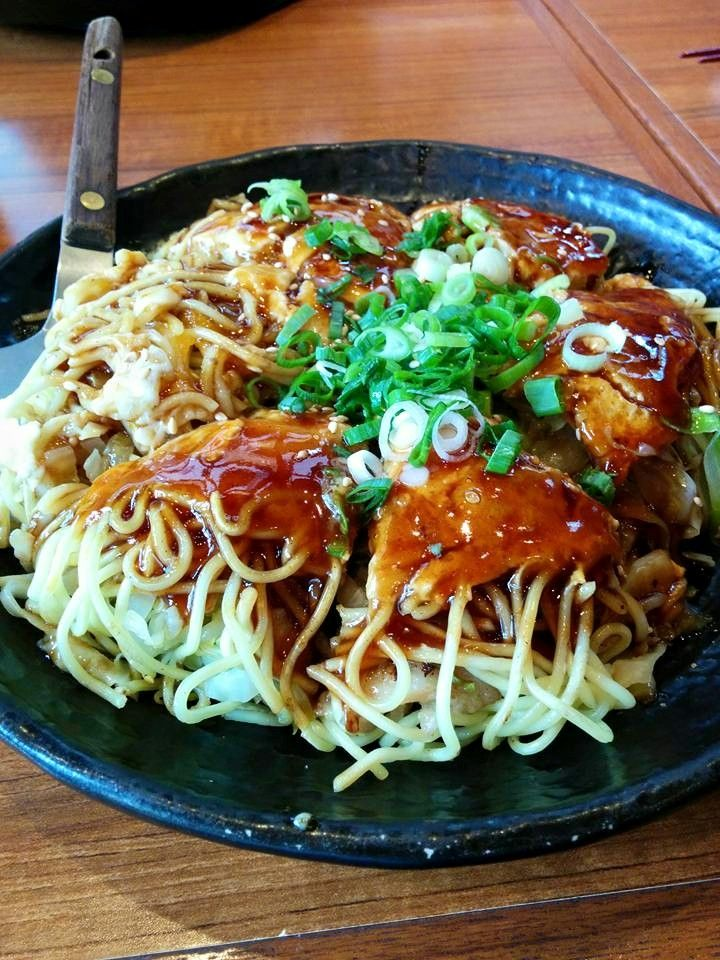 Japanese Okonomiyaki by Hiroshima. 広島風お好み焼き