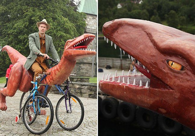 """Andar num dinossauro parecia algo distante, muito distante. Mas não para o artistaMarkus Moestue, que caminha tranquilamente pela Noruega em sua bicicleta com formato de dinossauro. E a experiência acaba rendendo fotografias e reações das mais divertidas, mesmo que seja assunto sério, segundo o próprio. Ele quer viajar no transporte inusitado portodo o Cinturão Bíblico norueguês, como forma de protesto contra a educação religiosa dogmática para as crianças. """"A ideia partiu dos parques…"""