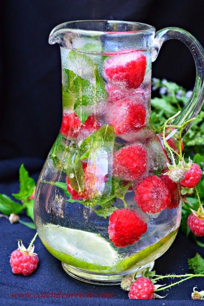 CAIETUL CU RETETE: Limonada de zmeura cu limeta