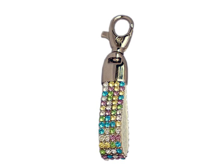 Cango & Rinaldi key ring with candy look Swarovski Crystals is a mixture of bright, fun and beautiful feelings.