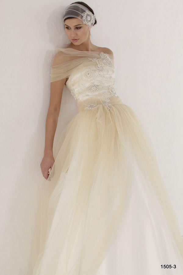 Suknie ślubne kolekcja 2015 Ismena | Pracownia Sukien Ślubnych Poznań - Zapraszamy na przymiarki naszych sukienek w pracownii. Znajdziecie tu #tiulowe# #koronkowe# #muslinowe# i inne, zawsze #eleganckie# #suknie# #ślubne#Jolanta Duda-Koprowska
