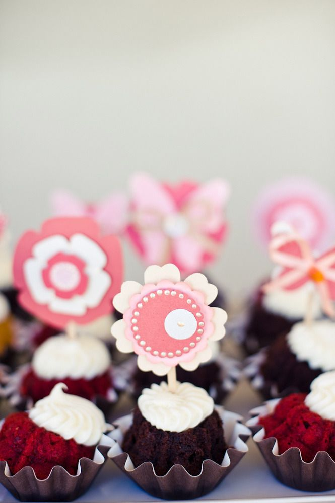 #cupcake  Photography: Pictilio - pictilio.com Floral Design: Avenue Florist - avenueflorist.net  Read More: http://www.stylemepretty.com/2012/03/21/backyard-bridal-shower-by-pictilio/
