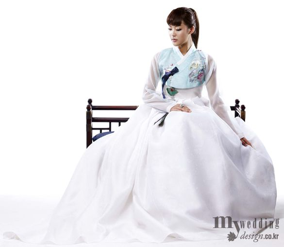 Beautiful modern 한복 Hanbok / Traditional Korean dress
