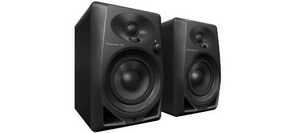 Pioneer DJ oferece um som versátil com os novos altifalantes DM-40 para DJ e produtores