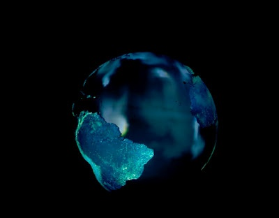 Un artículo publicado en Nature, con participación española, alerta del posible cambio irreversible del estado planetario actual por causas de origen humano. Los dos problemas principales son el consumo de combustibles fósiles y la alta tasa de crecimiento de la población mundial.