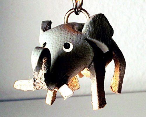 Schluesselanhaenger Elefant aus Leder