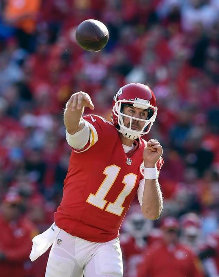 Kansas City Chiefs quarterback Alex Smith (11) makes a five-yard pass completion to wide receiver Dwayne Bowe in the third quarter during Sunday's football game against the New York Jets on November 2, 2014 at Arrowhead Stadium in Kansas City, Mo.