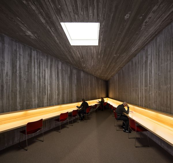 Finnish architecture - Seinäjoki library by Mika Huisman, via Behance - in loc de loc de citit - loc de expus obiecte mici.