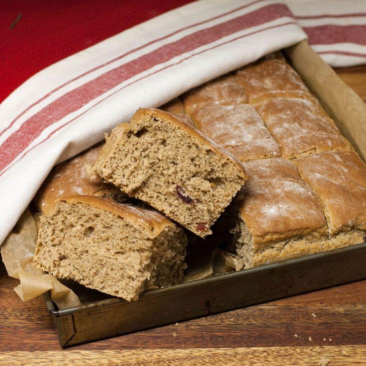 Ett juligt bröd som bryts i härligt luftiga rutor till decembers alla frukostar!