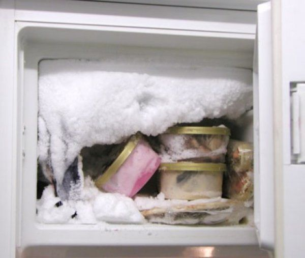Daddy Cool!: Πώς να καθαρίσετε τον πάγο από την κατάψυξη σε χρόνο μηδέν!Αυτο το κολπο δεν το ξερετε!