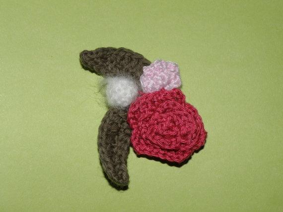 Flower brooch  Broche de flores por Amigurize en Etsy, €12.00