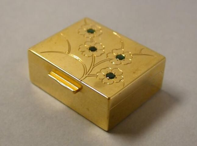 Gold Pill Box for Sale at Auction on Wed, 09/17/2003 - 07:00 - Important Estate Jewelry   Doyle Auction House