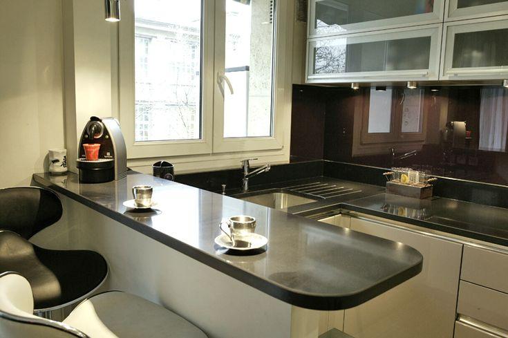cuisine con ue et r alis e par anys sedkaoui les bains d 39 alexandre ouverte compl tement sur le. Black Bedroom Furniture Sets. Home Design Ideas