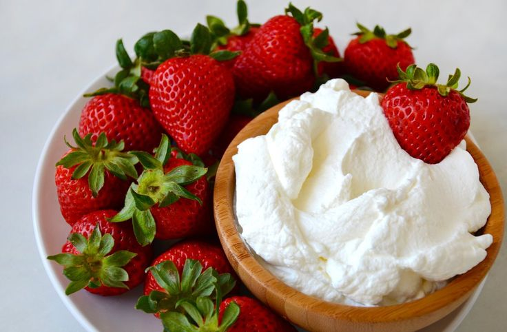 All you need is four simple ingredients and 5 minutes for the best-ever homemade whipped cream!