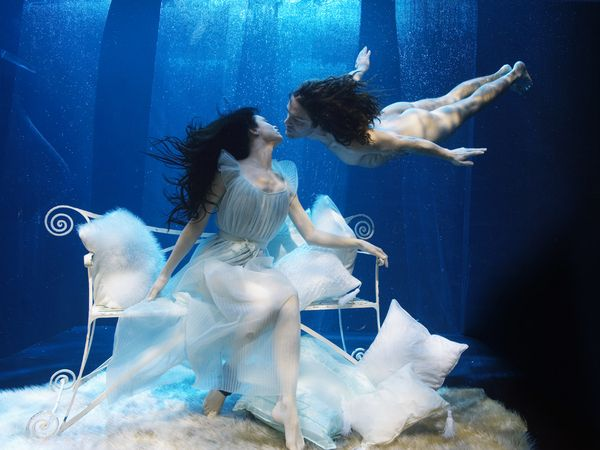 Underwater photographers: Inspiration, The Kiss, Underwater Photography, Underwater Kiss, Photography People, Creative Photography, Underwater Art, Kisses, Fairies Tales