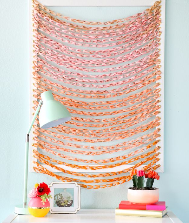 DIY faux woven wall art using rubber bands!