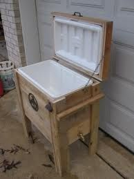 outdoor cooler - reused wood pallets and cooler