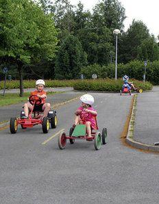 Liikennepuisto Näillä teillä autot eivät ehdi kauan pölyttyä! Seinäjoen liikennepuistossa alle 12-vuotiaat lapset pääsevät opettelemaan liikennesääntöjä polkuauton ratissa turvallisesti. Näe ja koe / Sydämellinen Seinäjoki ry