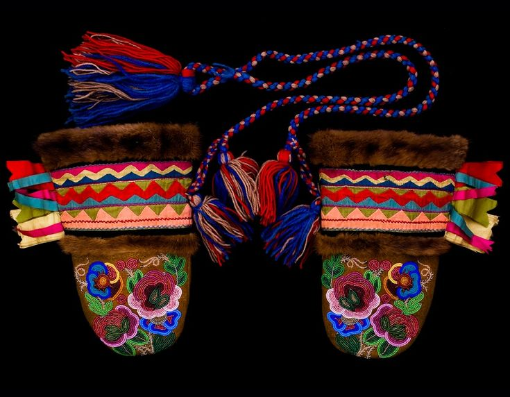 Beaded Metis Mittens | Oregon Museum of Natural and Cultural History