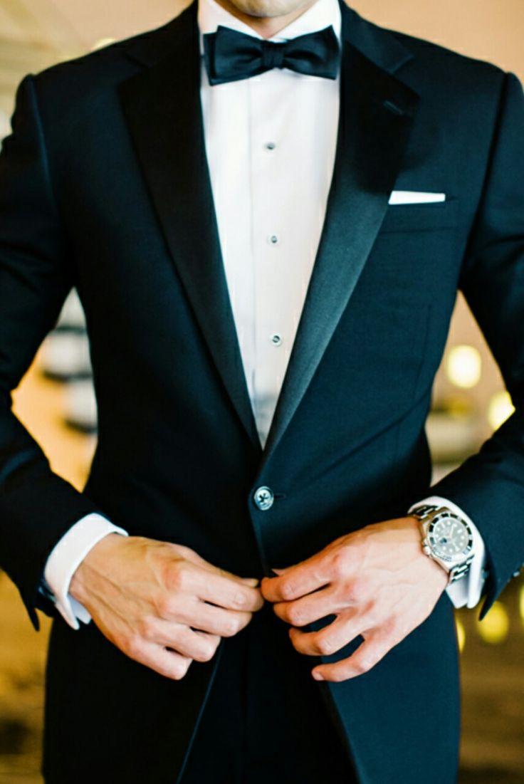 """Vid formell klädsel """"formal"""" gäller cocktail- eller aftonklänning för kvinnor och kostym och slips eller smoking för män."""