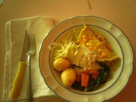 Papas al horno. Omelette de col y verdolaga. Vegetales hervidos :P Jumi!