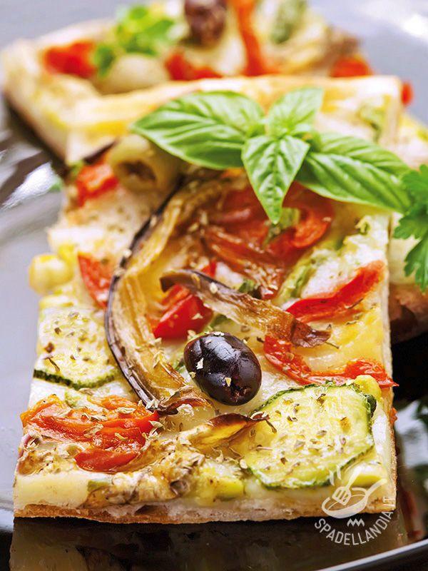 Se volete preparare a casa, con le vostre mani, l'impasto per la vostra Pizza alle verdure grigliate e olive seguite i consigli della nostra chef! #pizzavegetariana