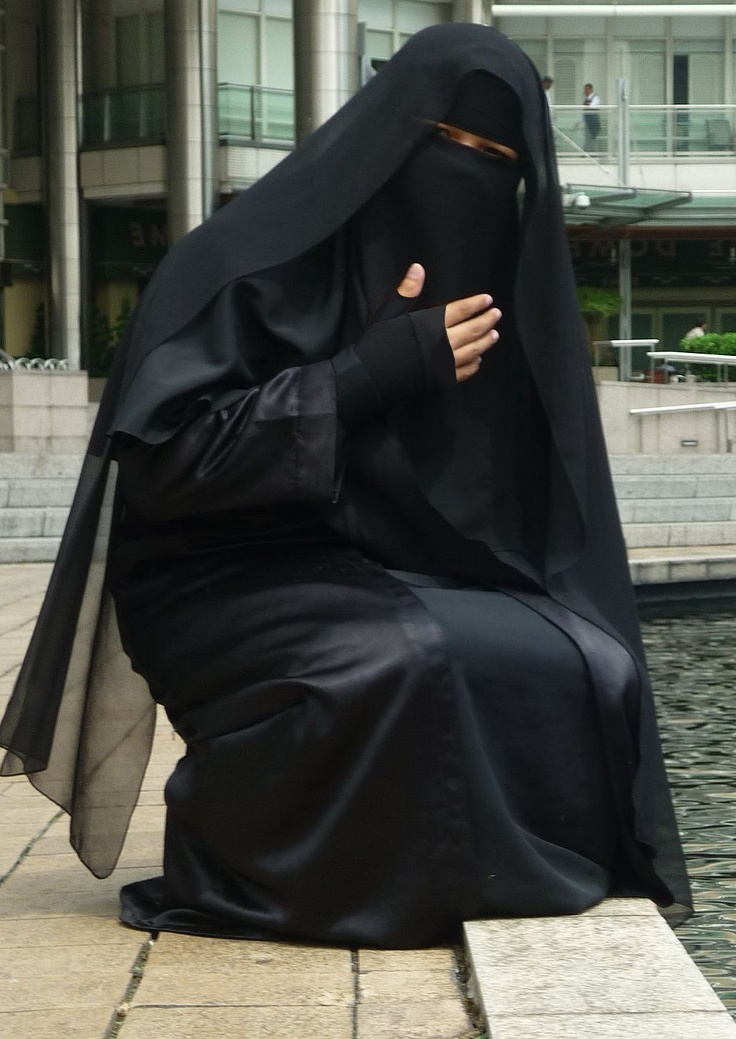 Open black abaya and ni8qaab