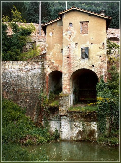 Chiusa di Casalecchio, Bologna by lorenzaccio*, via Flickr