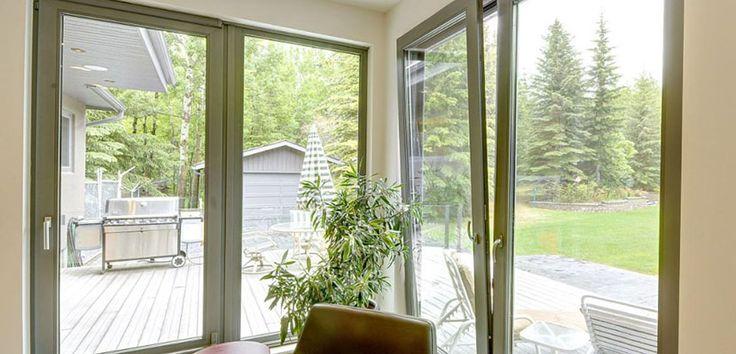 Ventajas y usos de las ventanas oscilobatientes - https://www.decoora.com/ventajas-y-usos-de-las-ventanas-oscilobatientes/