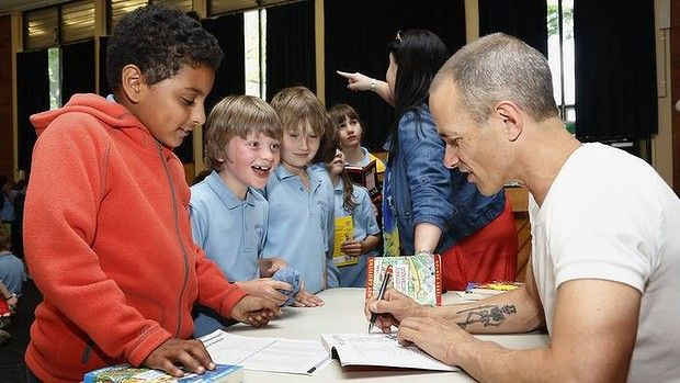 Ainslie School year 3 students get their books autographed by author Andy Griffiths.