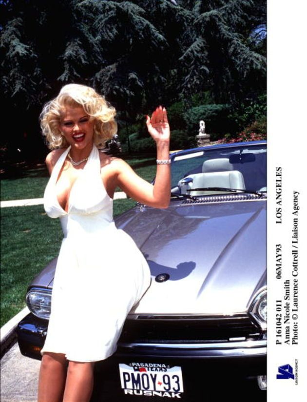 The late Anna Nicole Smith (in '93) emulated Marilyn Monroe's bombshell vibe early on, a look which later landed her a life-changing campaign as a Guess girl.