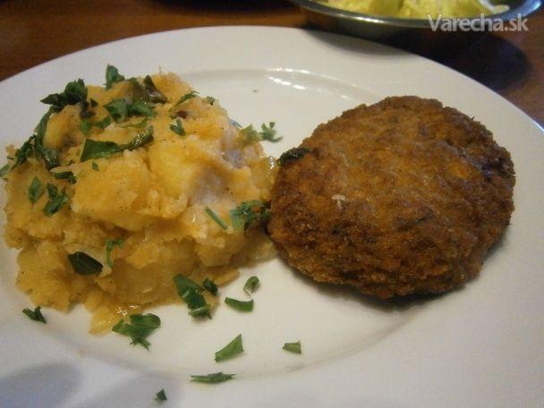 Fašírky so smotanou a šťuchanými zemiakmi s mladou cibuľkou (fotorecept) - Recept