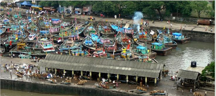 Visit Sassoon Docks, the largest fish market in Mumbai. See travelers and boats haul their catch in at dawn and learn about Mumbai's fish trade from the Kolis, the original seafarers of Mumbai!