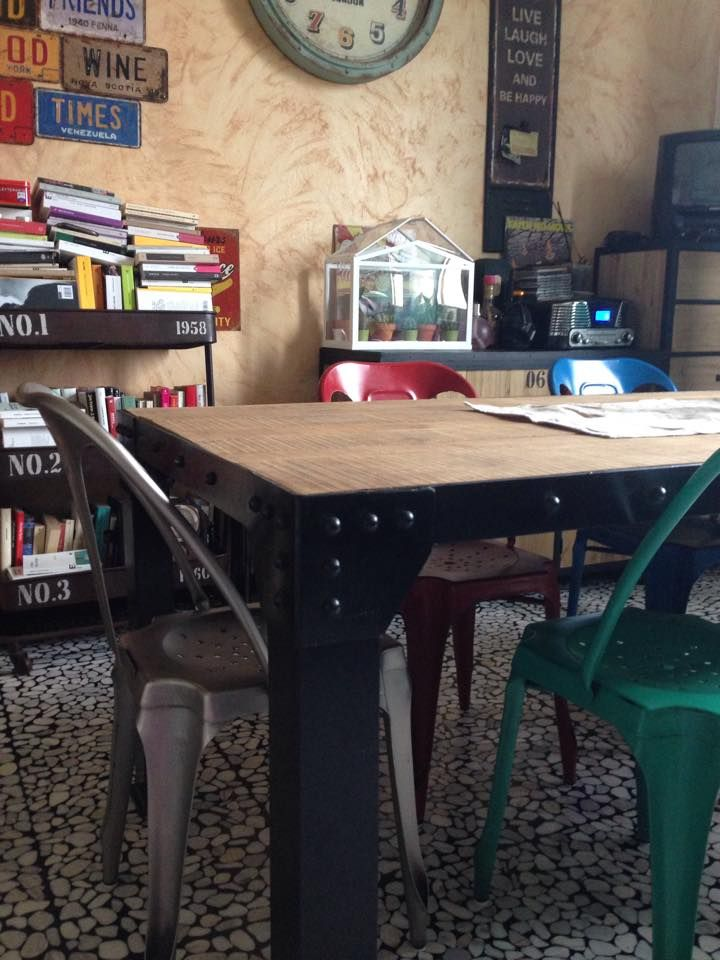 libri, tavolo, serra