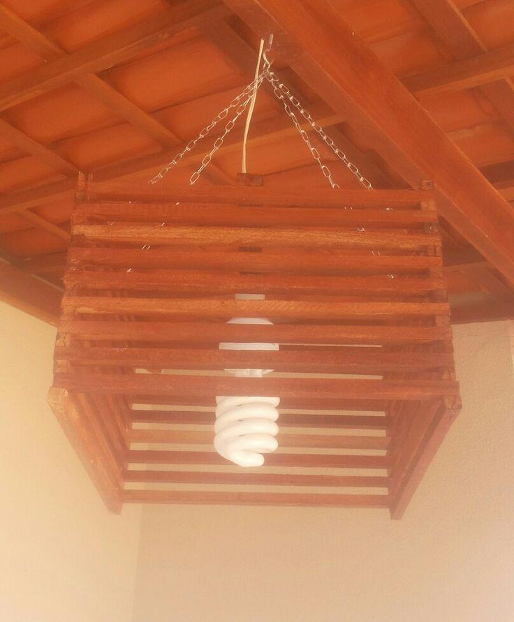 lustre rustico de madeira