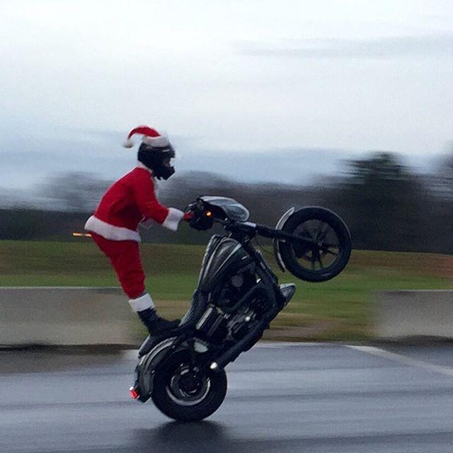 wheelie dyna santa harley davidson outlaw bike club stunting street wheelies stunt bob lime green thug motorcycle david clock uploaded