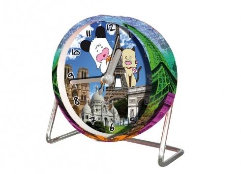 HELLO SPANK OROLOGIO SVEGLIA PARIGI  Orologio sveglia tondo Hello Spank con piedistallo in metallo raffigurante sia all'interno che all'esterno il paesaggio di Parigi