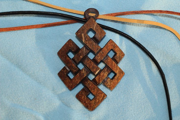 Endless knot / coconut shell