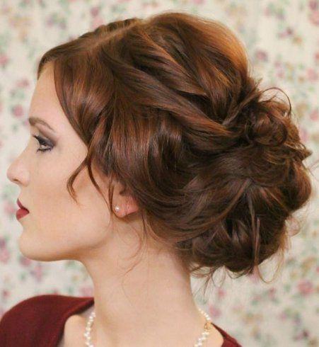 Idée de chignon : le chignon flou sur cheveux bouclés