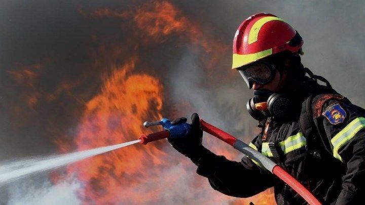 Греческая пожарная служба «дышит на ладан» http://feedproxy.google.com/~r/russianathens/~3/rnuCZF2KCUg/22615-grecheskaya-pozharnaya-sluzhba-dyshit-na-ladan.html  Изнуряющие, но уже ставшие традиционными летние пожары в Греции вскрыли множество проблем в пожарной службе страны. Фактически, вместо 12000 пожарных тушат пожары всего 600, а большинство пожарной техники стоит на приколе из-за отсутствия запчастей из18-ти самолетов–амфибий имеющихся в стране самолетов пожарной авиации на…