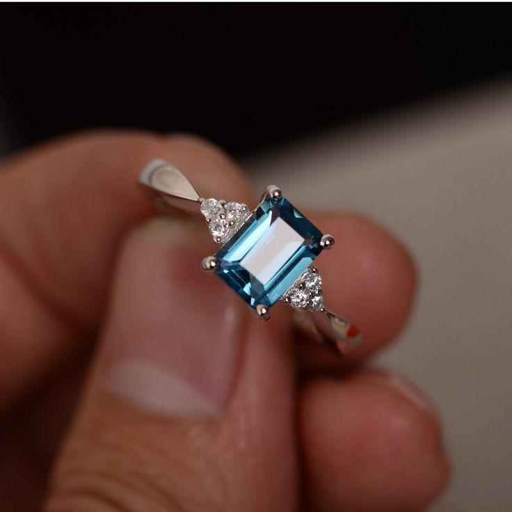 Ucuz Kadınlar Için halka 6x8mm 1.3CT Zümrüt Kesim Londra Mavi Topaz Yüzük Taş Yüzük Ayar 925 Gümüş Nişan düğün, Satın Kalite Yüzükler doğrudan Çin Tedarikçilerden: Kadınlar Için halka 6x8mm 1.3CT Zümrüt Kesim Londra Mavi Topaz Yüzük Taş Yüzük Ayar 925 Gümüş Nişan düğün