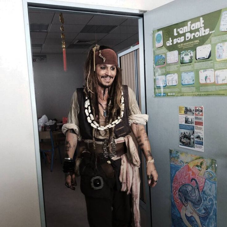 582 отметок «Нравится», 4 комментариев — Johnny Depp (@lovie.depp) в Instagram: «Some people need to stop talking,they lower the IQ of the world. [#johnnydepp]»