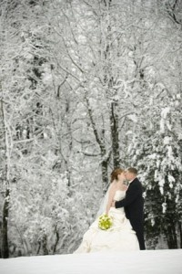 Pretty sure this picture made me fall in love with the winter wedding idea
