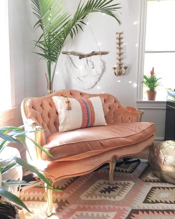 Its #BohoIsMyJam tiiiiiiiiiiiiiiime  I can't even tell you what a treat it is to feature & celebrate the beautiful interior stylings of our gorrrrrrgeous friend Jen @blissfully_eclectic!!!  First of all, this velvet blush settee KILLS ME! Teamed with the snow white walls, the beautiful kilim rug & the funky gold moroccan pouf, she had us all positively swooning!