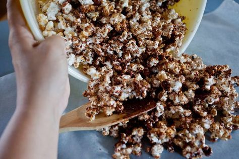 Chocolate-covered popcorn, a standout at any candy shop or specialty food store, satisfies a craving for a crunchy snack and dessert all in one. But gourmet food often comes with a hefty price. For a more cost-effective treat, you can make your own. Chocolate-covered popcorn also makes a homey hostess or birthday gift.
