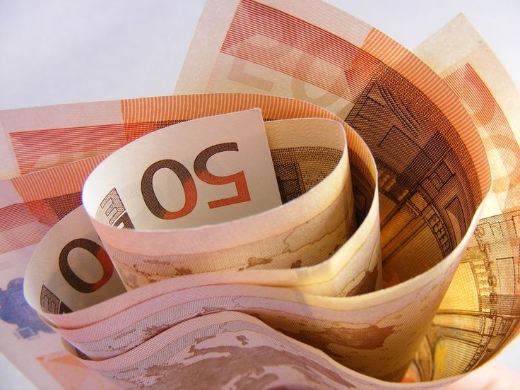 Financiación sin papeleos: https://creditosyrapidos.com/finanzas/sinpapeleos/ #dinero #billete #billetes #euro #fajo