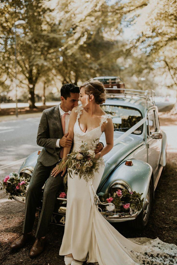 Vintage VW Käfer für eine pastellrosa Hochzeit im Bristol Harbour Hotel mit …