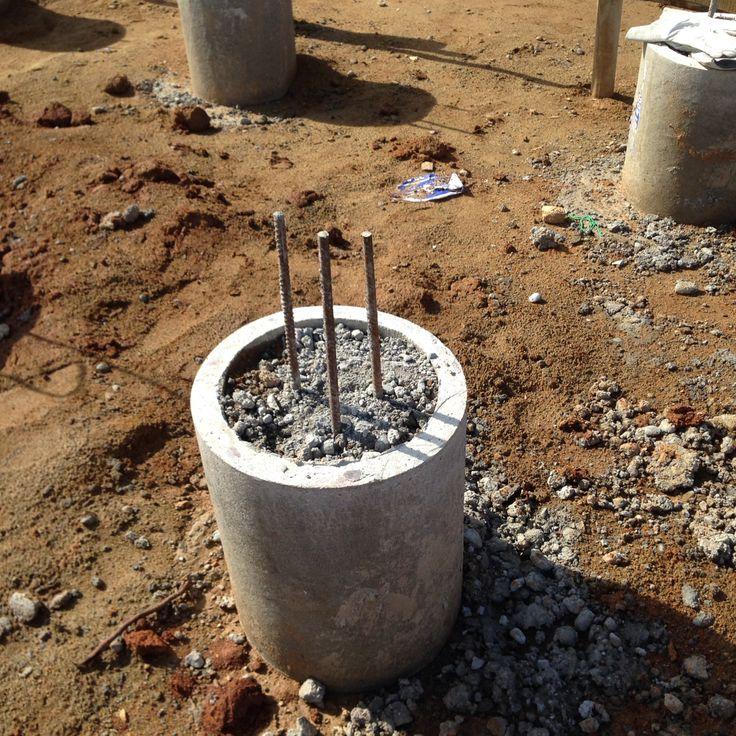 Tubos rellenos de cemento y fierro construcción